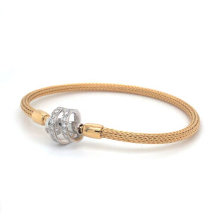 Armband in 18 karaat geelgoud met element in 18 karaat witgoud bezet met briljant geslepen diamanten.